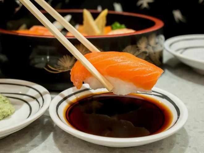 6 điều nhiều người dễ nhầm khi thưởng thức sushi - Ảnh 1.