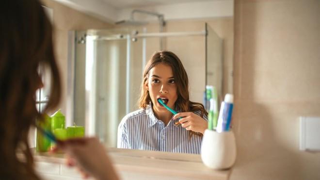 Sửa ngay những thói quen tưởng vô hại nhưng lại âm thầm tàn phá hàm răng của bạn - Ảnh 4.