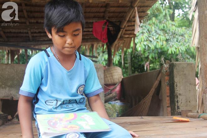 Ước mơ được đến trường của người cậu 10 tuổi phải nghỉ học để đi làm thuê góp tiền chữa bệnh cho cháu gái 7 tháng tuổi - Ảnh 2.