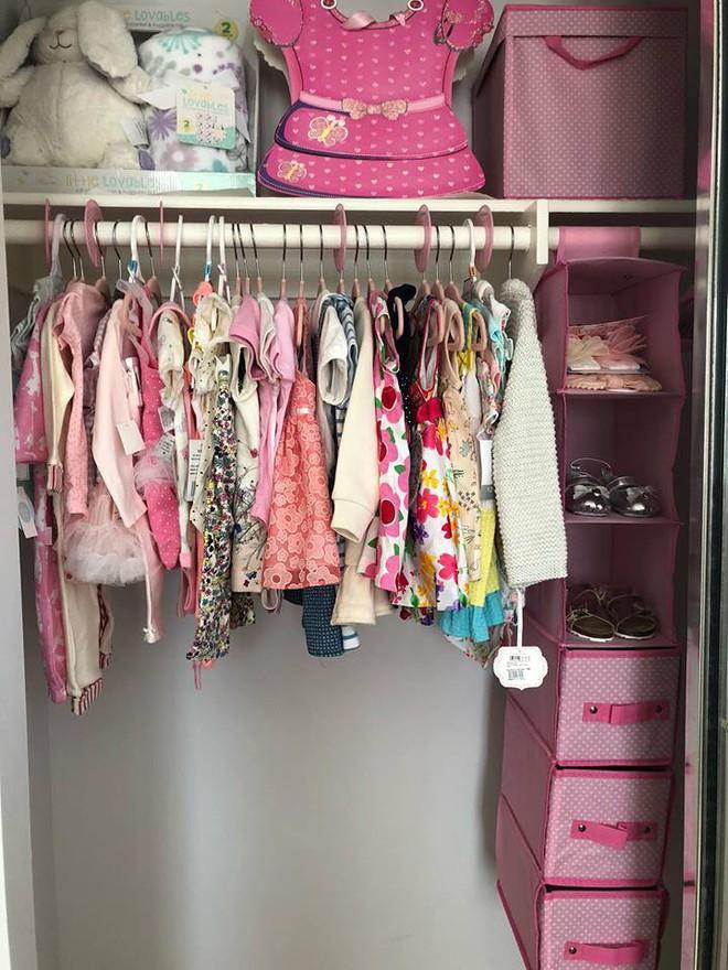Con gái chưa chào đời nhưng Thanh Thảo đã chất đầy tủ quần áo ngập màu hồng cho bé - Ảnh 1.