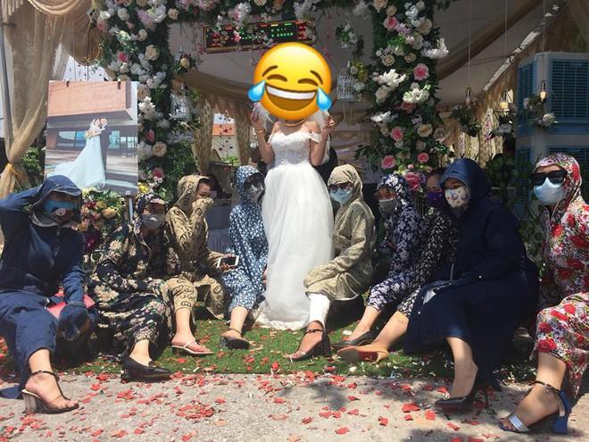 Cười không nhặt được mồm với thời trang đi đám cưới siêu nhắng của hội chị em nhà Ninja - Ảnh 3.