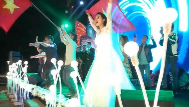 Đã tìm ra cô dâu, chú rể chịu chơi trong đám cưới quẩy banh nóc như... vũ trường, gây xôn xao MXH  - Ảnh 4.