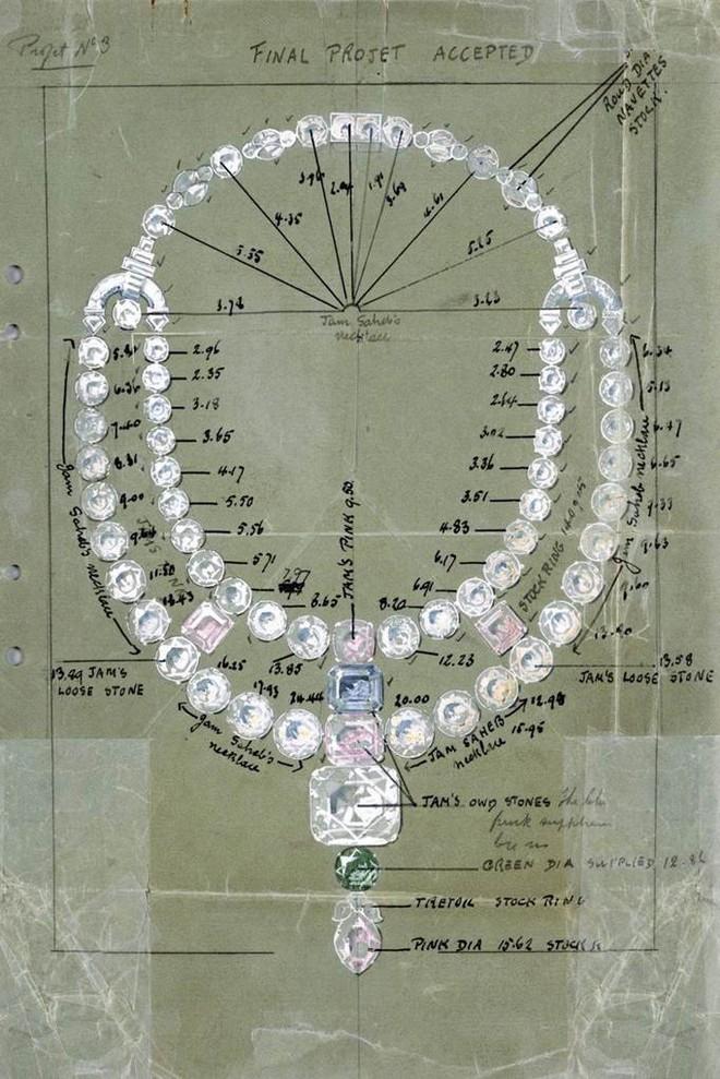 Sự thật khó ngờ về chiếc vòng cổ đắt giá được đo ni đóng giày cho riêng Anne Hathaway - Ảnh 3.
