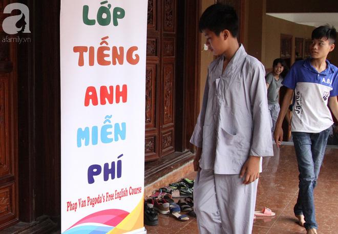 Mục sở thị lớp học tiếng Anh miễn phí nơi cửa Phật giữa lòng Thủ đô - Ảnh 2.