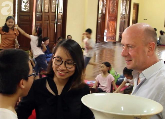 Mục sở thị lớp học tiếng Anh miễn phí nơi cửa Phật giữa lòng Thủ đô - Ảnh 9.