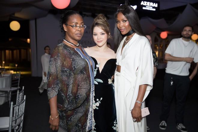 Báo đen Naomi Campbell thân thiết bên Lý Nhã Kỳ tại Cần Thơ - Ảnh 2.