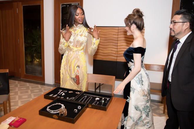 Báo đen Naomi Campbell thân thiết bên Lý Nhã Kỳ tại Cần Thơ - Ảnh 3.