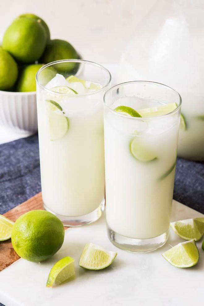 Mẹ chồng nhăn mặt khi thấy tôi dùng sữa đặc pha nước chanh, nhưng khi uống thử bà khen ngon nức nở - Ảnh 5.