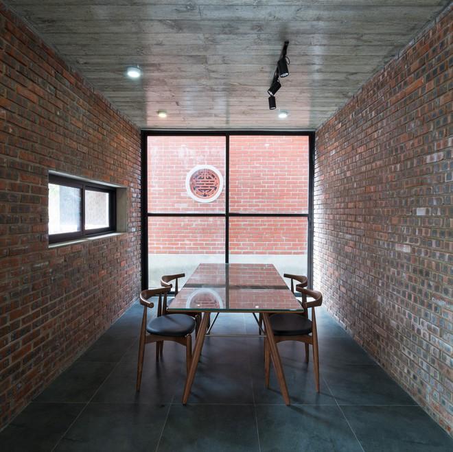 Ngôi nhà có mặt tiền gạch mộc độc nhất vô nhị ở thành phố Vinh - Ảnh 8.
