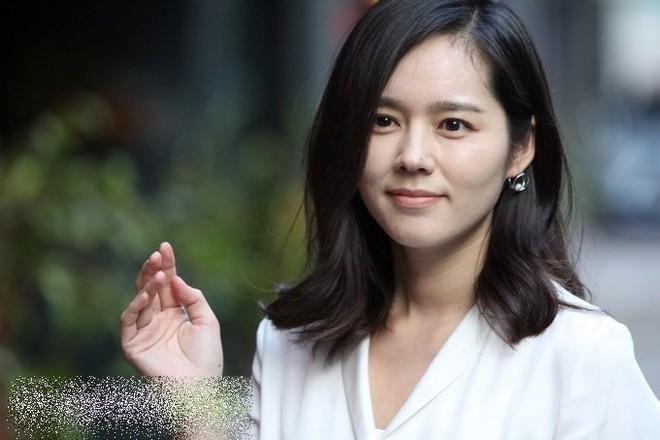 Ngược đời nhan sắc Han Ga In: Ảnh trong phim đã chỉnh sửa thì già khú, nhưng cứ đi sự kiện lại gây sốt vì quá trẻ - Ảnh 3.