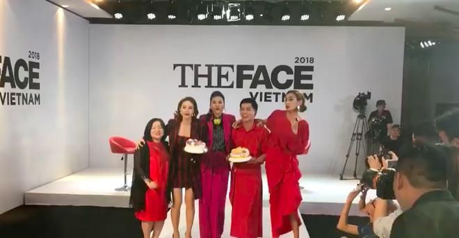 Võ Hoàng Yến - Minh Hằng - Thanh Hằng choàng vai bá cổ hát mừng sinh nhật Nam Trung  - Ảnh 2.