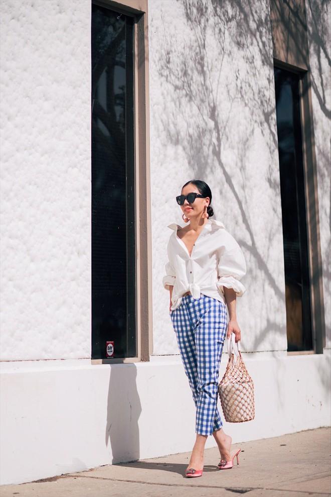 Street style diện toàn màu nền nã ngắm mãi không chán của các quý cô Châu Á - Ảnh 1.