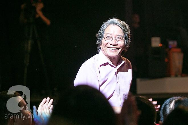 Tùng Dương bật khóc bên Bằng Kiều, Hà Trần trong đêm Liveshow của riêng mình - Ảnh 4.