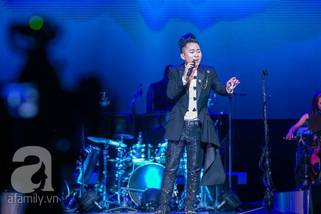 Tùng Dương bật khóc bên Bằng Kiều, Hà Trần trong đêm Liveshow của riêng mình - Ảnh 6.