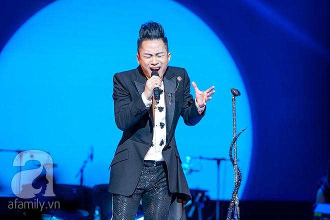 Tùng Dương bật khóc bên Bằng Kiều, Hà Trần trong đêm Liveshow của riêng mình - Ảnh 7.