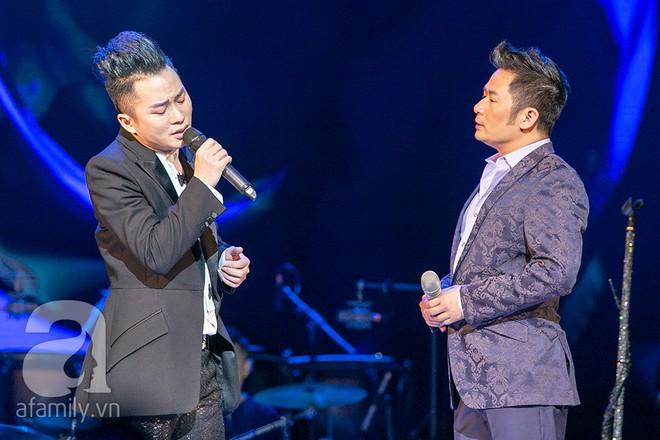 Tùng Dương bật khóc bên Bằng Kiều, Hà Trần trong đêm Liveshow của riêng mình - Ảnh 9.