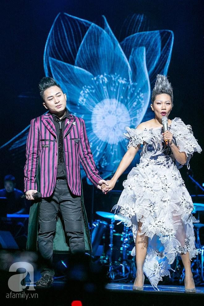 Tùng Dương bật khóc bên Bằng Kiều, Hà Trần trong đêm Liveshow của riêng mình - Ảnh 12.