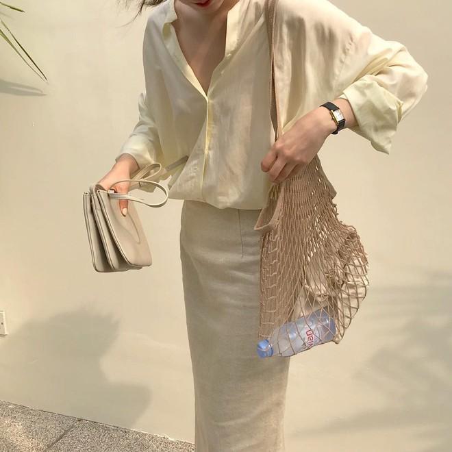 Combo gái Hàn mê nhất hè này chắc chắn là mặc đồ đũi be vàng và đeo 3 kiểu túi sau - Ảnh 10.