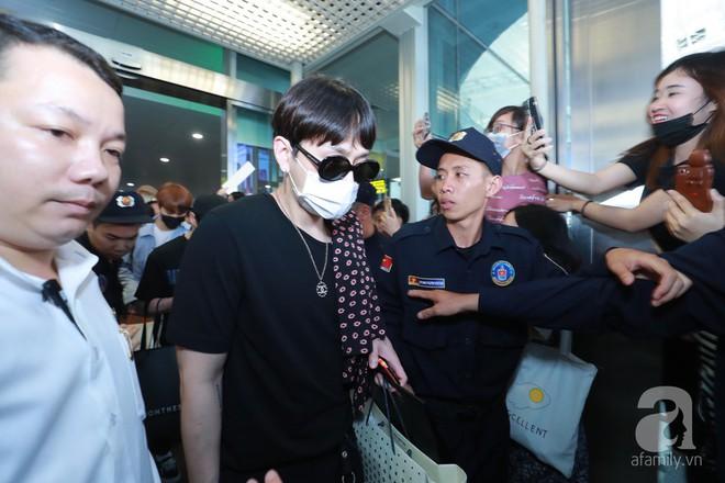 Quả bom sex Hyuna cùng dàn mỹ nam của Highlight chật vật di chuyển giữa biển fan Việt Nam - Ảnh 10.