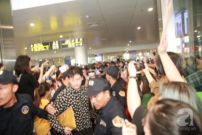Quả bom sex Hyuna cùng dàn mỹ nam của Highlight chật vật di chuyển giữa biển fan Việt Nam - Ảnh 14.