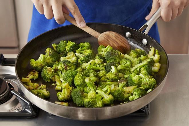 Chúng ta đã chế biến những thực phẩm này sai cách từ bao lâu nay mà chẳng hề hay biết - Ảnh 1.