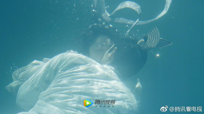 Phù Dao lại tung chiêu thả thính: Hé lộ cảnh Nguyễn Kinh Thiên hôn Dương Mịch dưới nước - Ảnh 6.