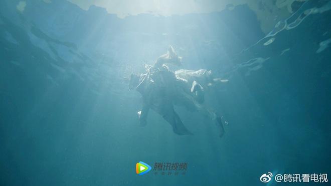 Phù Dao lại tung chiêu thả thính: Hé lộ cảnh Nguyễn Kinh Thiên hôn Dương Mịch dưới nước - Ảnh 8.