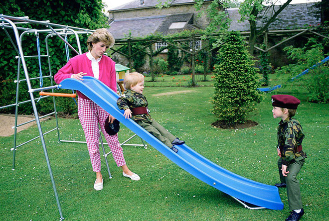 13 bức ảnh đong đầy hạnh phúc cùng cố Công nương Diana mà có lẽ anh em Hoàng tử William và Harry chẳng bao giờ quên - Ảnh 5.