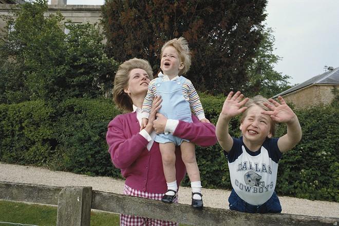 13 bức ảnh đong đầy hạnh phúc cùng cố Công nương Diana mà có lẽ anh em Hoàng tử William và Harry chẳng bao giờ quên - Ảnh 10.