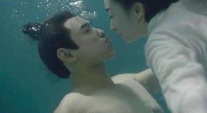 Phù Dao lại tung chiêu thả thính: Hé lộ cảnh Nguyễn Kinh Thiên hôn Dương Mịch dưới nước - Ảnh 4.