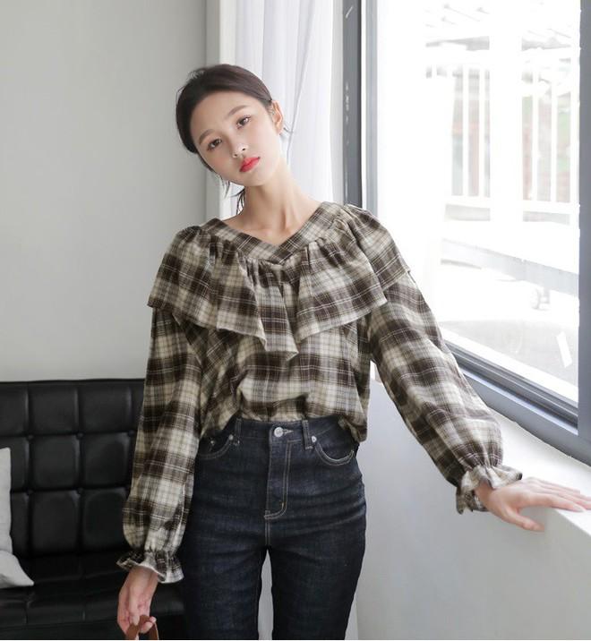 3 cách điệu của áo sơmi và áo blouse đang rất được lòng các nàng điệu đà vào thời điểm này - Ảnh 9.