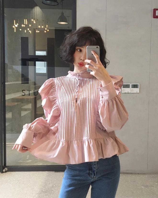 3 cách điệu của áo sơmi và áo blouse đang rất được lòng các nàng điệu đà vào thời điểm này - Ảnh 7.