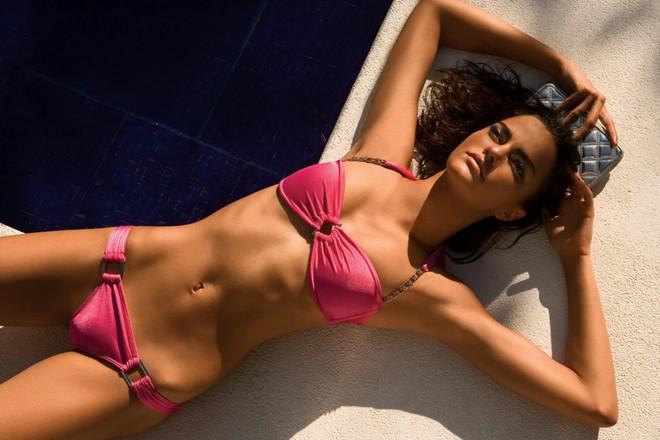 Muốn đẹp như siêu mẫu Barbara Fialho, chị em nên tập tạ theo cách này để giữ dáng - Ảnh 1.