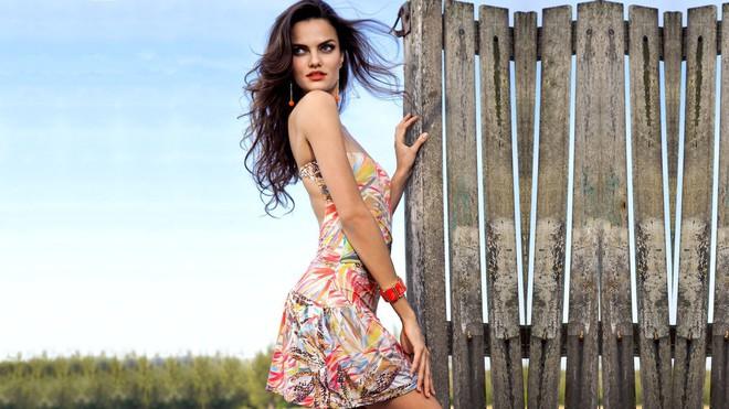 Muốn đẹp như siêu mẫu Barbara Fialho, chị em nên tập tạ theo cách này để giữ dáng - Ảnh 11.