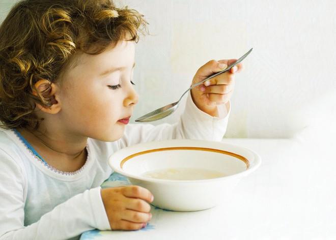 9 món ăn ngon cho trẻ bị ho gà cung cấp dưỡng chất thiết yếu giúp long đờm, giảm sốt hiệu quả - Ảnh 1.