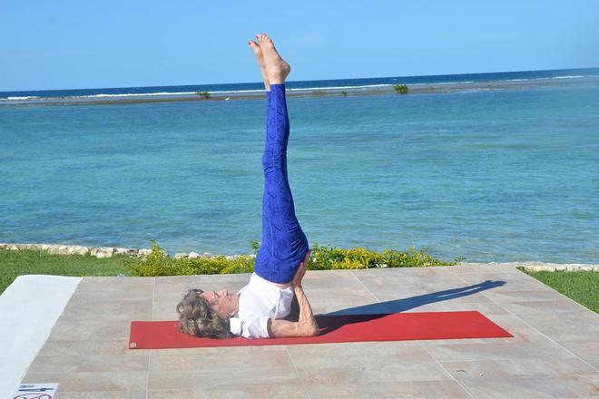 Giáo viên dạy yoga 99 tuổi chia sẻ 3 bí mật già mà dẻo, khỏe, ai nghe qua cũng quá đỗi ngạc nhiên - Ảnh 8.