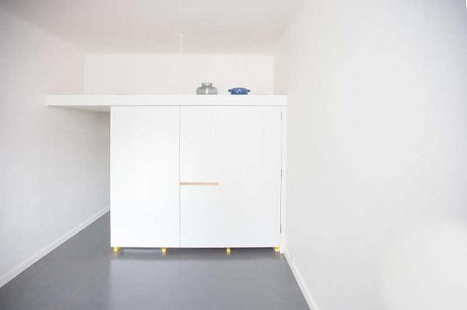 Căn bếp tuy nhỏ nhưng cực kì tiện lợi dành cho những căn hộ có diện tích hẹp - Ảnh 2.