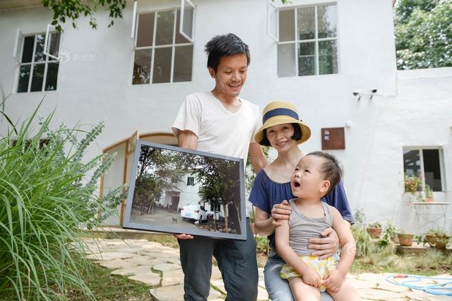 Vợ chồng nhiếp ảnh gia bỏ thành phố về xây ngôi nhà ngập tràn cây xanh, tạo cuộc sống mơ ước cho con trai - Ảnh 2.