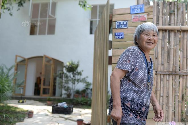 Vợ chồng nhiếp ảnh gia bỏ thành phố về xây ngôi nhà ngập tràn cây xanh, tạo cuộc sống mơ ước cho con trai - Ảnh 4.
