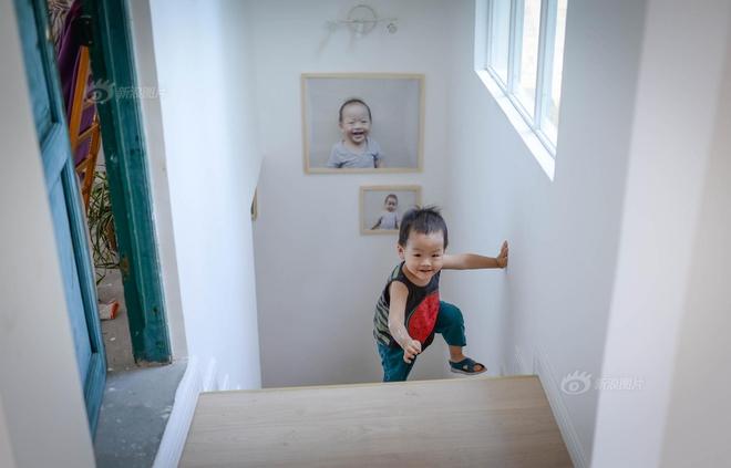Vợ chồng nhiếp ảnh gia bỏ thành phố về xây ngôi nhà ngập tràn cây xanh, tạo cuộc sống mơ ước cho con trai - Ảnh 8.