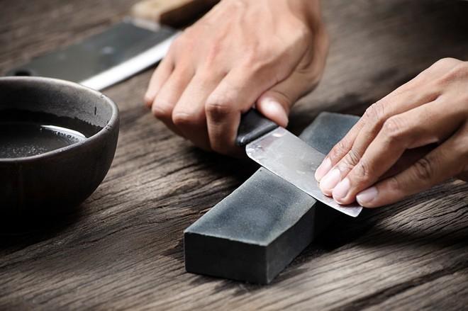 7 mẹo hay để những con dao nhà bạn luôn sắc bén như mới - Ảnh 6.
