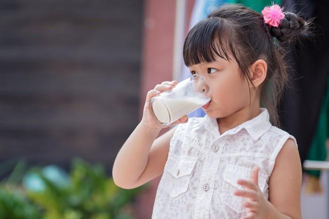 6 nguyên tắc mọi bà mẹ cần biết để bé ăn dặm thun thút ngay từ ngày đầu tiên - Ảnh 5.