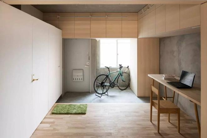 Căn hộ 62m² đẹp cuốn hút và gọn gàng với hàng trăm ngăn tủ của đôi vợ chồng trẻ ở Nhật - Ảnh 1.