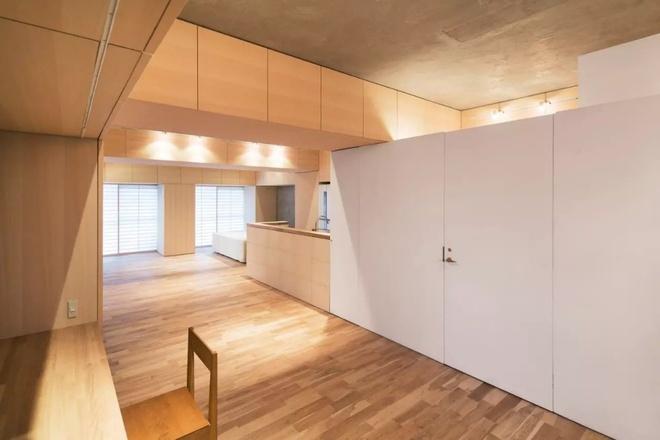 Căn hộ 62m² đẹp cuốn hút và gọn gàng với hàng trăm ngăn tủ của đôi vợ chồng trẻ ở Nhật - Ảnh 4.