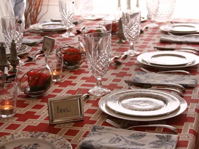 5 cách giúp bàn ăn đẹp lãng mạn và ấm cúng trong những ngày đầu năm - Ảnh 4.