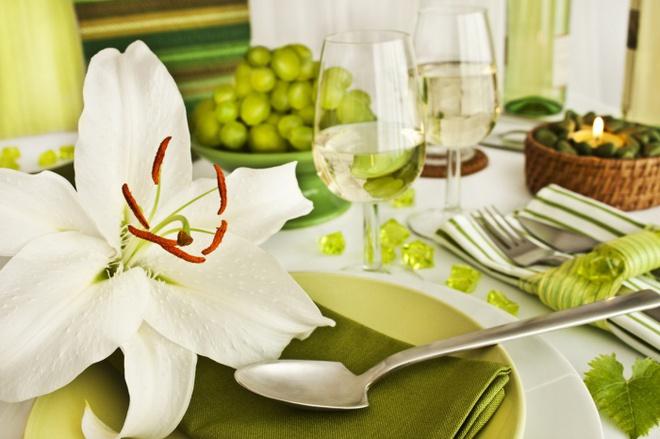 5 cách giúp bàn ăn đẹp lãng mạn và ấm cúng trong những ngày đầu năm - Ảnh 5.