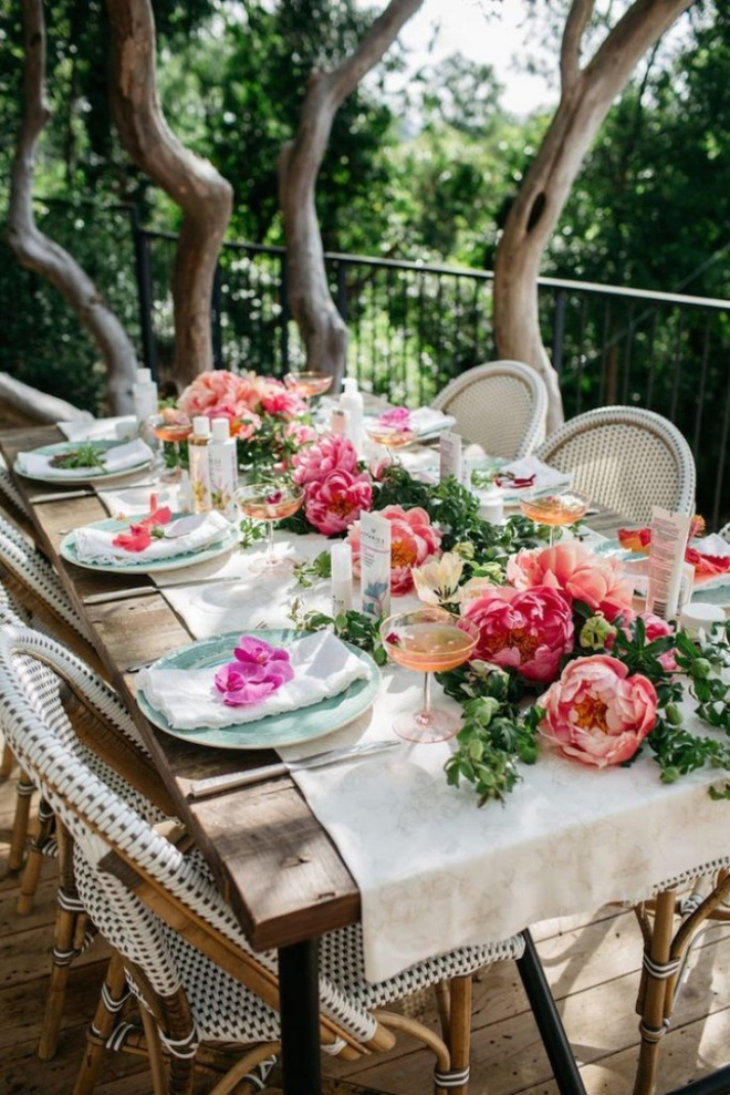 5 cách giúp bàn ăn đẹp lãng mạn và ấm cúng trong những ngày đầu năm - Ảnh 8.