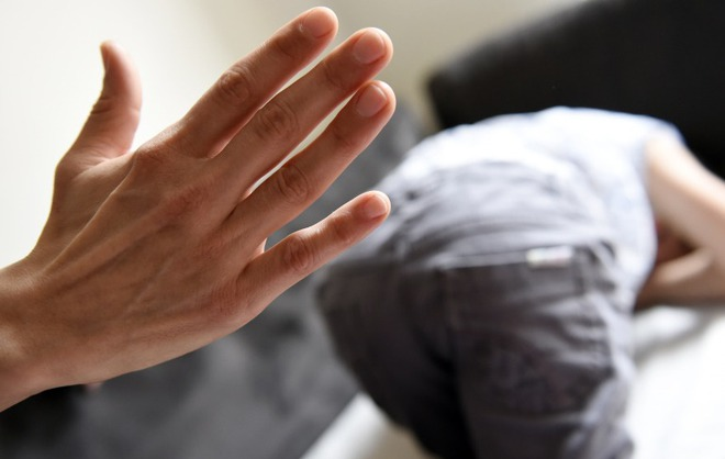 Trẻ hay bị đánh đòn dễ trầm cảm, hung hăng hơn và đây là 2 cách xử lý hay cho cha mẹ - Ảnh 1.