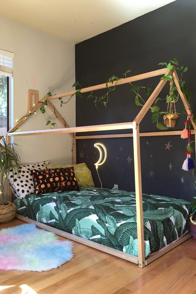Những kiểu trang trí tường đen thật đẹp mắt trong phòng ngủ của các bé - Ảnh 8.
