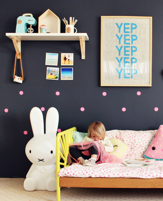 Những kiểu trang trí tường đen thật đẹp mắt trong phòng ngủ của các bé - Ảnh 17.